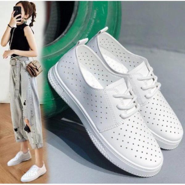 [Here Shoes]2.5cm小白鞋 皮革素面透氣洞洞 圓頭平底綁帶包鞋 休閒鞋-KSA17
