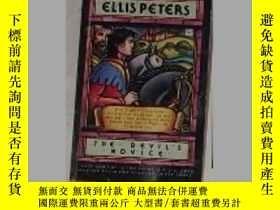 二手書博民逛書店英文原版罕見The Devil s Novice by Ell