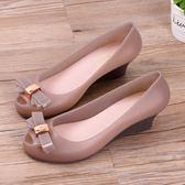 雨鞋 果凍鞋涼鞋蝴蝶結夏季中跟魚嘴沙灘鞋坡跟防水塑料雨鞋 巴黎春天