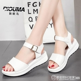 魚嘴涼鞋 涼鞋女2020夏季新款坡跟厚底中跟一字扣平底百搭仙女風涼拖鞋 圖拉斯3C百貨