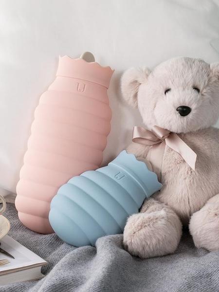 熱水袋 硅膠熱水袋女學生注水暖手寶迷你隨身灌水暖水袋大小號可愛毛絨布 莎瓦迪卡