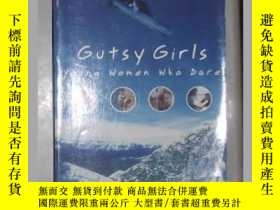 二手書博民逛書店原版罕見Gutsy Girls: Young Women Who