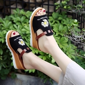 魚口鞋 魚嘴涼拖鞋女夏季新款磨砂拼色厚底鬆糕小雛菊一字拖坡跟高跟涼鞋  夏季新品