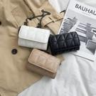 特賣 夏天小包包洋氣新款潮斜挎包女質感百搭迷你包時尚網紅小黑包