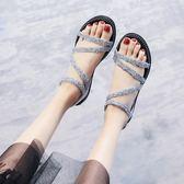 新款水鑽一字扣帶涼鞋女夏季厚底楔形韓版平底鬆糕羅馬簡約涼鞋女 全館88折