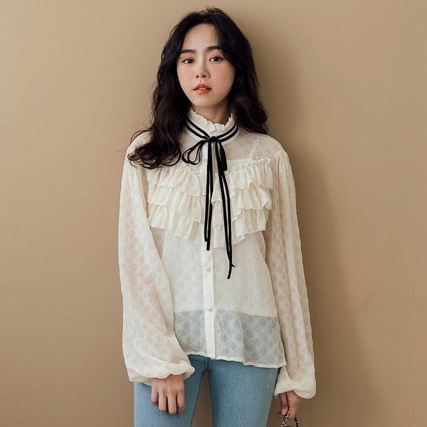 現貨-MIUSTAR 宮廷荷葉綁帶領珍珠釦微透雪紡上衣(共1色)【NJ0123】