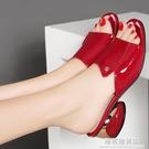 2021新款足意爾康夏真皮魚嘴粗跟一字拖外穿中跟漆皮時尚涼拖鞋女 極簡雜貨
