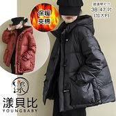 【YOUNGBABY中大碼】牛角釦連帽橫車線羽絨棉外套.黑/紅