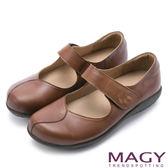 限時特賣-MAGY 舒適減壓款 牛皮素面繡花腳背帶休閒平底鞋-棕色