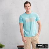 【JEEP】圖地反轉LOGO造型短袖TEE(湖水藍)