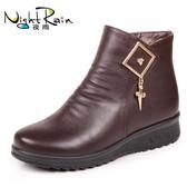 冬季媽媽棉鞋中老年人平底短靴老人皮鞋加絨保暖軟底防滑中年女鞋