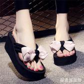 涼拖鞋女外穿夏季高跟花朵拖鞋度假沙灘鞋防滑坡跟厚底人字拖鞋女 QG29424『樂愛居家館』