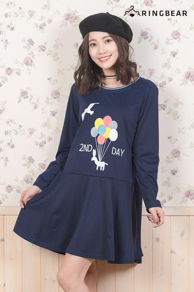 休閒洋裝--甜美童趣氣球海鷗之旅印圖荷葉下襬長袖連身裙(藍L-4L)-A259眼圈熊中大尺碼◎