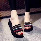 拖鞋女夏時尚外穿韓版百搭一字拖厚底厚底楔形防滑沙灘鞋海邊度假涼拖  草莓妞妞