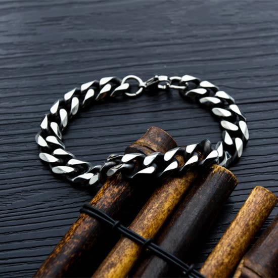 《QBOX 》FASHION 飾品【B19N1017】 精緻個性歐美復古粗曠斜磨邊設計鈦鋼手鍊/手環