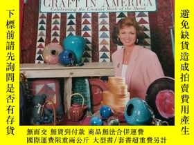 二手書博民逛書店craft罕見in america celebrating the creative work of the ha