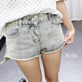 牛仔短褲  自然捲邊簡約學院風刷白牛仔短褲【APR984A】 BOBI  04/28