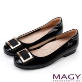 MAGY OL通勤專屬 金屬方釦點綴全真皮平底鞋-黑色