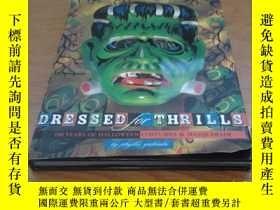 二手書博民逛書店Dressed罕見for Thrills: 100 Years