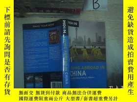 二手書博民逛書店LIVING罕見ABROAD IN CHINA 在中國生活Y261116