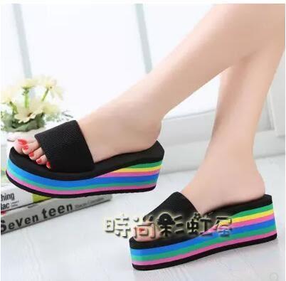 外穿高跟夏韓版潮新款彩虹底坡跟防滑女士涼拖鞋鬆糕厚底一字拖鞋「時尚彩虹屋」