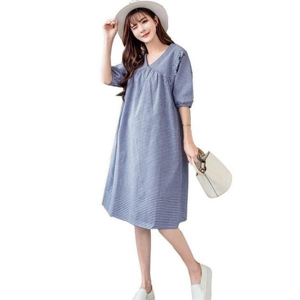 漂亮小媽咪 五分袖 洋裝【D7930】 寬鬆 格子紋 V領 幸福密碼 孕婦裝 修飾手臂 洋裝