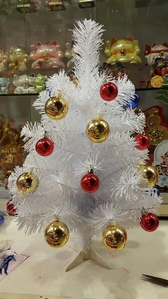 節慶王【X070002】2呎成品圓頭樹-白(含金紅鍍金球),聖誕樹/聖誕佈置/聖誕/樹塔/會場/擺飾/雪花