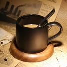 咖啡杯 咖啡廳磨砂馬克杯帶勺黑色咖啡杯配底座創意簡約陶瓷辦公室水杯子【快速出貨八折下殺】