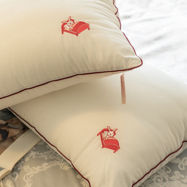 【新光四孔纖維棉枕頭】(1入) 電繡本舖LOGO 枕頭 台灣製 棉床本舖