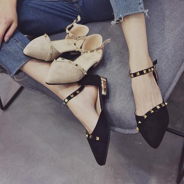復古低跟粗跟一字扣單鞋女韓版鉚釘百搭尖頭包頭涼鞋  伊衫風尚