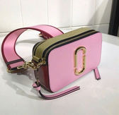 ■專櫃55折■Marc Jacobs M0012007 Snapshot 相機包 粉色及金色