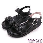 MAGY 休閒渡假風 寬版菱形簍空真皮厚底涼鞋-黑色