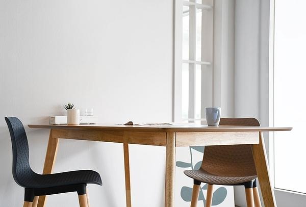 【歐雅系統家具】拉瓦餐椅-棕 / 北歐風 / 現成家具 / 椅子 / 兩色選擇 / PP / 天然橡膠木椅腳