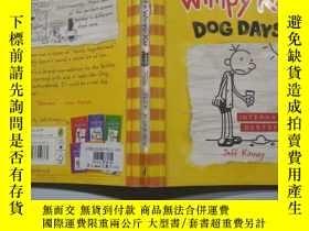 二手書博民逛書店Diary罕見of a Wimpy Kid Dog Days:懦弱的孩子三伏天日記。,Y200392