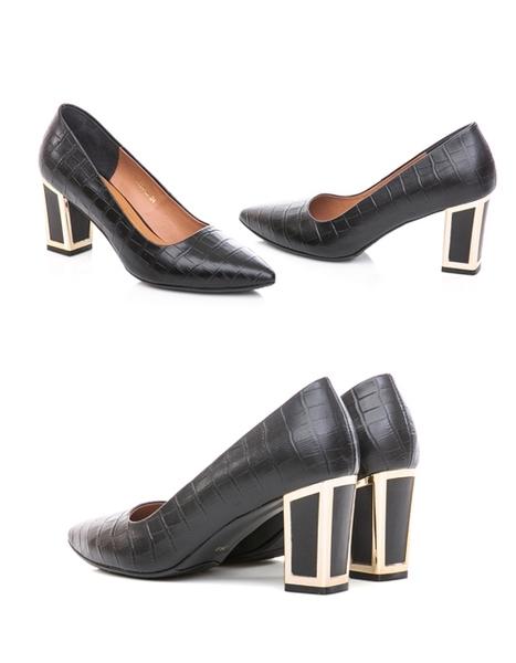 TAS質感羊皮壓紋金屬滾邊後跟尖頭高跟鞋-高貴黑