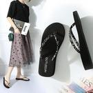 拖鞋女 人字拖鞋女夏季時尚韓版防滑簡約中跟夾腳厚底平底外穿海邊沙灘鞋 一次元
