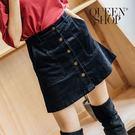 Queen Shop【03010715】素色排釦燈心絨短裙 兩色售 S/M*現+預*