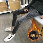 牛仔褲男秋季新款修身小腳休閒褲加絨加厚韓版潮流男士褲子 三角衣櫃