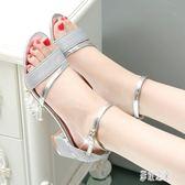 2019夏季新款韓版銀色亮片露趾羅馬涼鞋粗跟一字扣高跟鞋子女中跟 DR15475【彩虹之家】