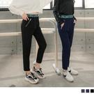 《KS0775》防潑水造型織帶腰頭拼接金屬拉鍊口袋運動長褲--適 XL~5L OrangeBear