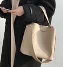 水桶包 包包女2021新款韓版潮斜背包簡約chic單肩包ins大容量女  【端午節特惠】