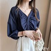 七分袖上衣 七分袖襯衫女秋季2021年新款時尚輕熟洋氣V領設計感小眾垂感上衣 愛丫