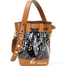 ◆DOUBLE F經典品牌表徵 ◆率性桶包輕巧時尚又具個性感 ◆成為街頭時尚人士的必備款!