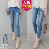 【五折價$395】糖罐子刷色抓痕釘釦窄管單寧褲→深藍 預購【KK5891】
