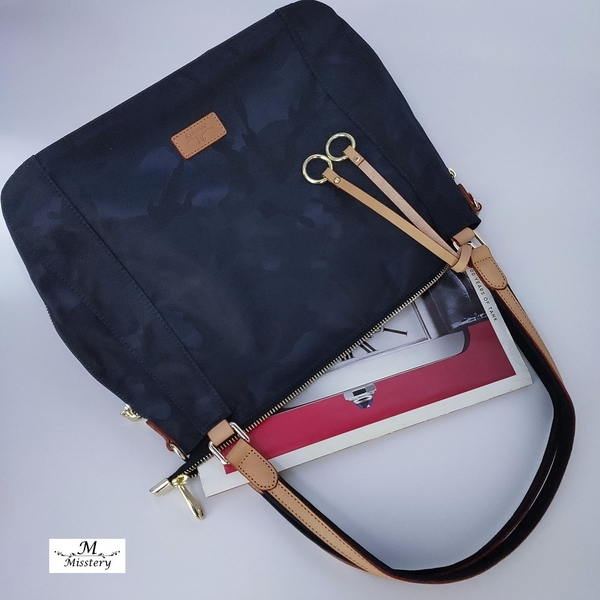 【Misstery贈零錢包】側肩包圓點圖案斜背/側肩背包-藍(防潑水面料搭配頂級植鞣革)A88-113SBU