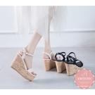 楔型涼鞋 甜美一字度假風木紋底 厚底涼鞋*KWOOMI-A61