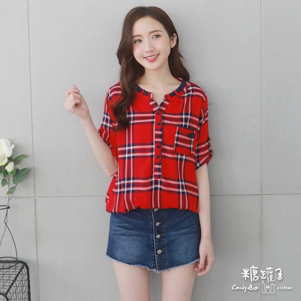 【五折價$399】糖罐子單口袋配色格紋排釦上衣→紅藍 預購【E52909】
