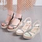 坡跟涼鞋 涼鞋女新款仙女風坡跟水鑚涼拖鞋一字帶夏季露趾高跟鞋潮