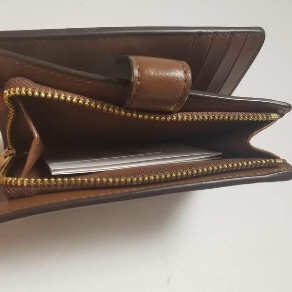 美國代購 COACH 專櫃最新款  淺咖啡C Logo /經典馬車 釦式雙摺中夾