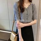 新款v領格子襯衫女設計感小眾泡泡袖短袖上衣女寬鬆襯衣快速出貨